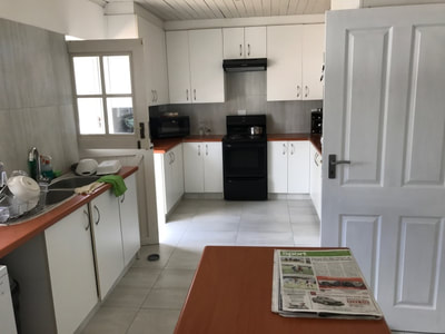 Self Catering full equipped kitchen in Holiday House Cape Town